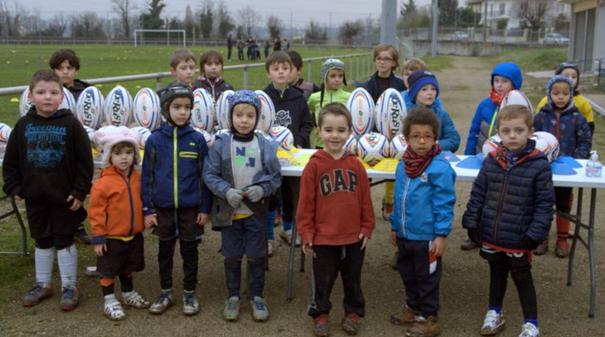 Décines-Charpieu : Opération « Un ballon pour tous »pour les petits de l'école de rugby à XIII